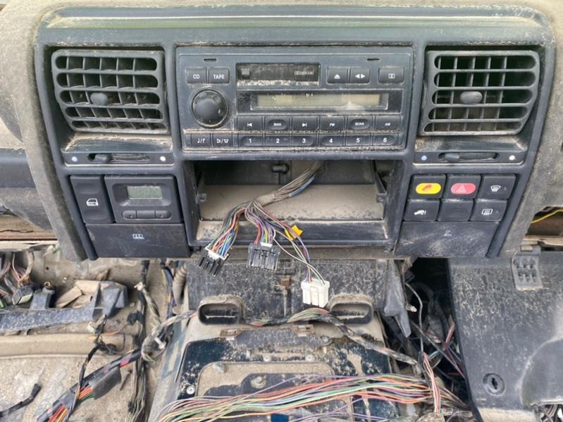 Консоль магнитофона Land Rover Discovery L318 94D (б/у)