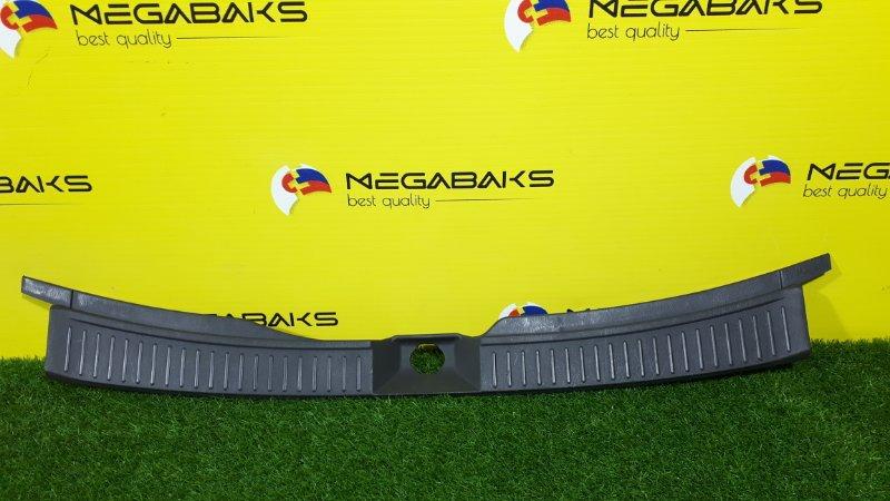 Накладка замка багажника Nissan Wingroad WHNY11 (б/у)