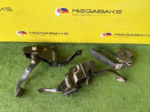 Педаль подачи топлива Nissan Atlas F24 ZD30 18005 MA51A (б/у)