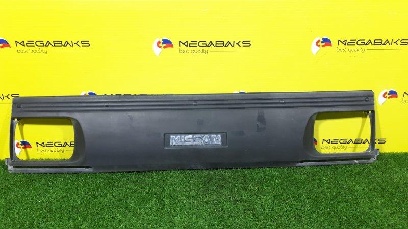Решетка радиатора Nissan Vanette SE88TN (б/у)