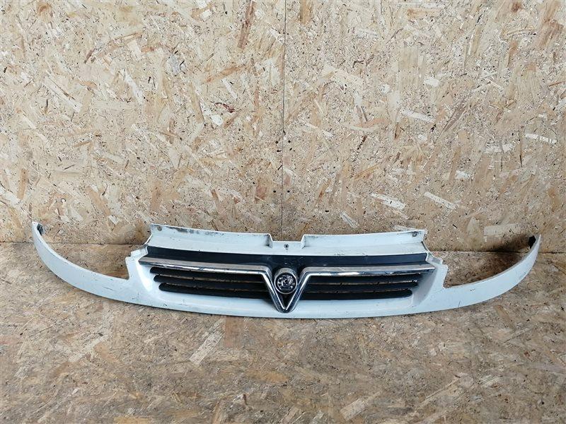 Решетка радиатора Opel Vivaro 2002 (б/у)