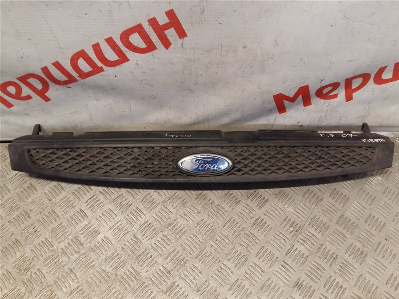 Решетка радиатора Ford Fiesta MK5 2003 (б/у)