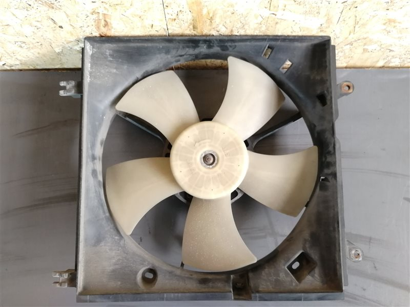 Вентилятор радиатора Toyota Rav4 XA20 2002 (б/у)