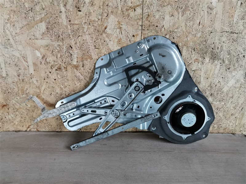 Стеклоподъемник электрический задний правый Kia Soul 2008 (б/у)