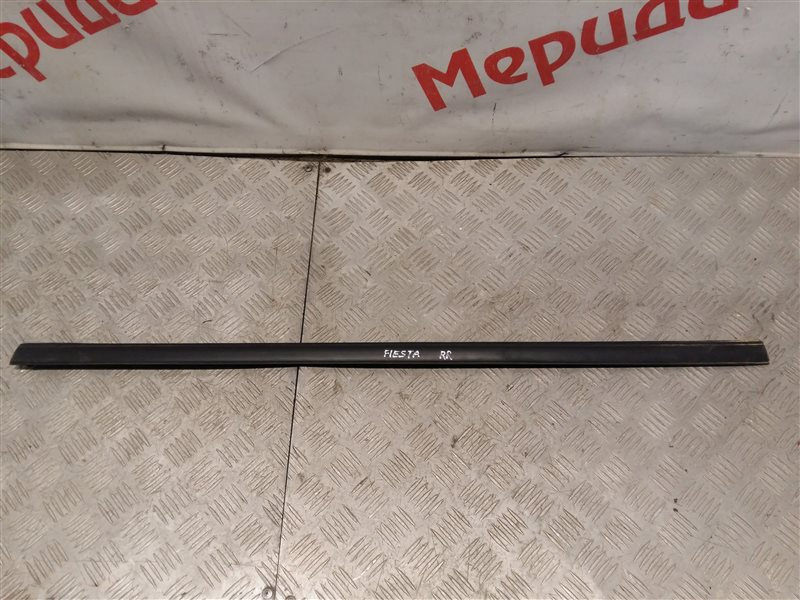 Накладка стекла заднего правого Ford Fiesta MK6 2009 (б/у)