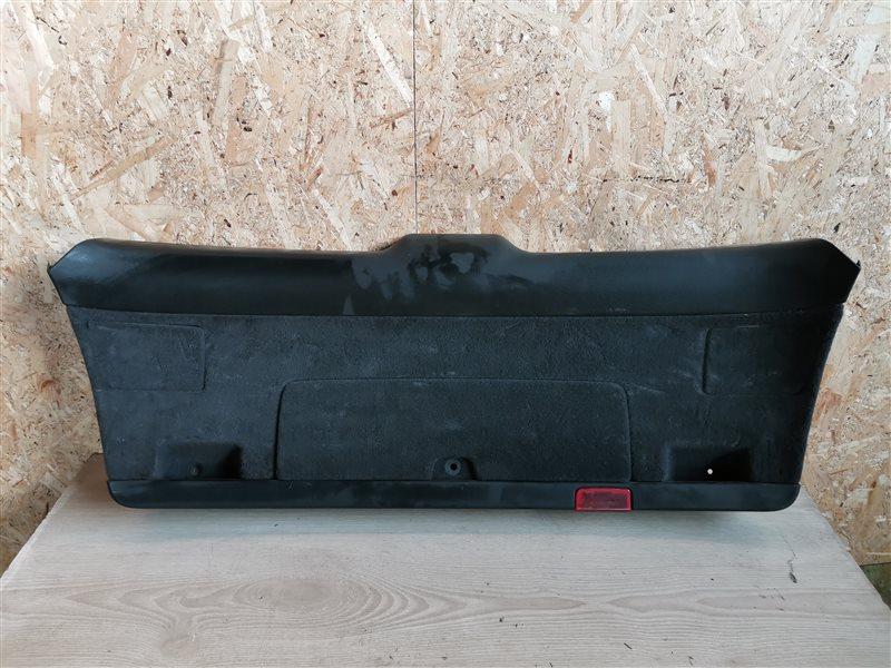 Обшивка двери багажника нижняя Audi A4 B7 2006 (б/у)