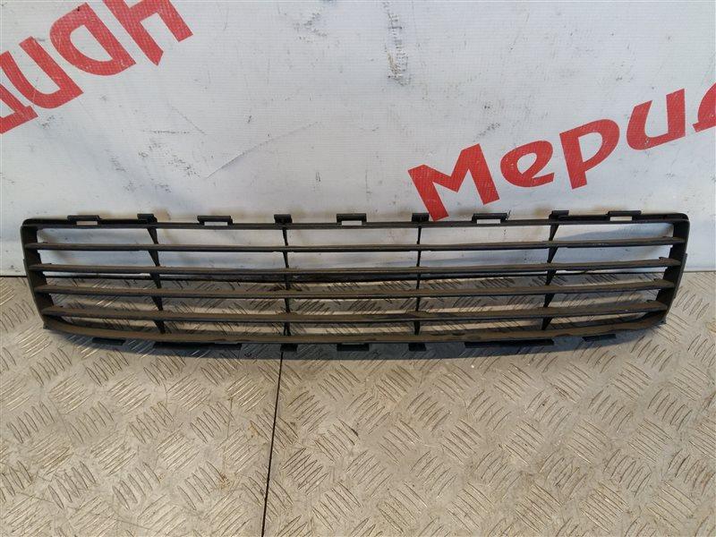 Решетка в бампер центральная Toyota Auris I 2008 (б/у)