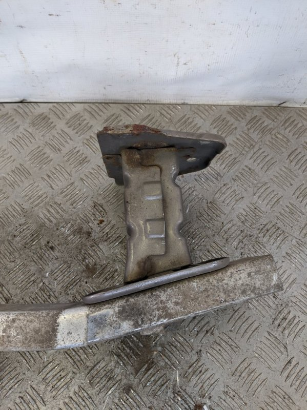 Кронштейн усилителя переднего бампера левый Nissan Note E11 2011 (б/у)