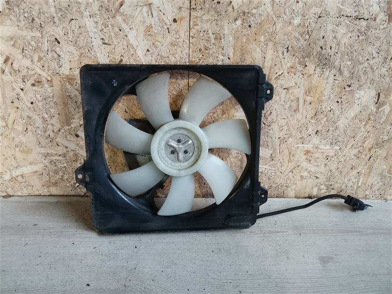 Вентилятор радиатора кондиционера Toyota Rav4 XA20 2002 (б/у)