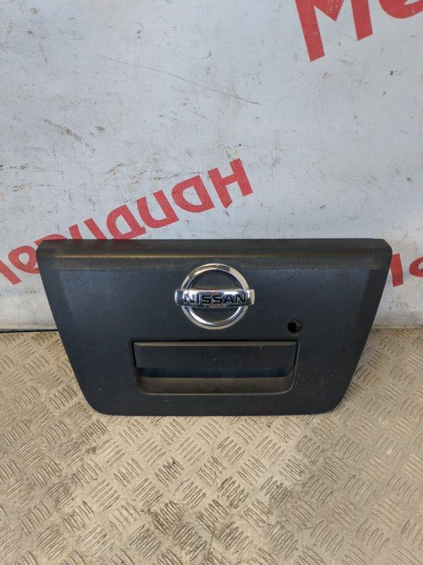 Накладка двери багажника Nissan Navara D40 2006 (б/у)