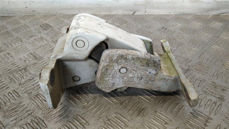 Петля двери багажника нижняя левая Renault Trafic 2004 (б/у)