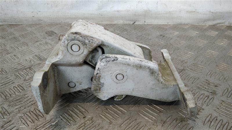 Петля двери багажника верхняя правая Renault Trafic 2004 (б/у)