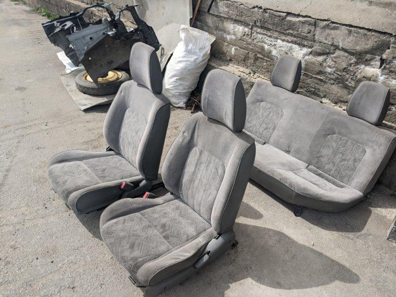 Комплект передних сидений Mazda B2500 UN 2004 (б/у)