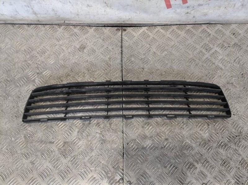 Решетка в бампер центральная Toyota Auris I 1.6 2008 (б/у)