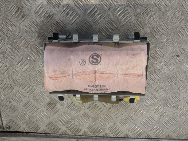 Подушка безопасности пассажира Toyota Auris I 1.6 2008 (б/у)
