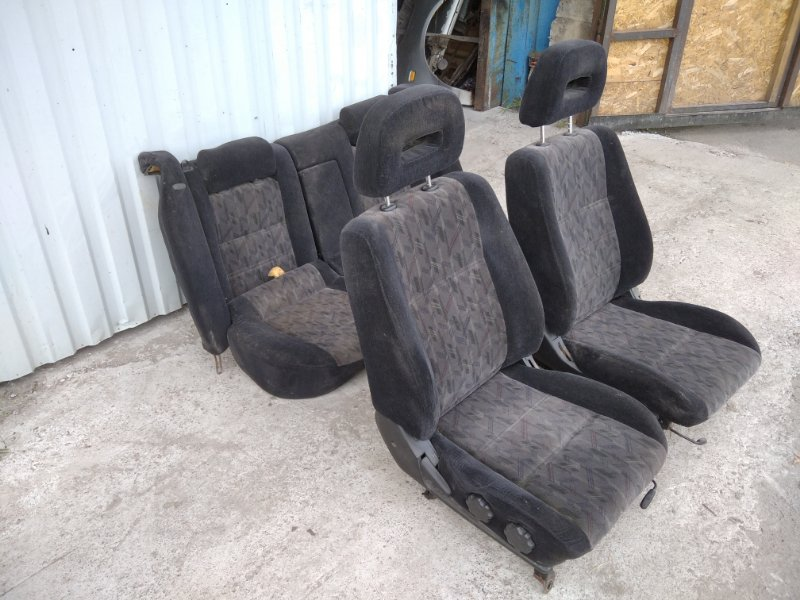 Комплект сидений Nissan Primera WP11E 1.8 2000 (б/у)