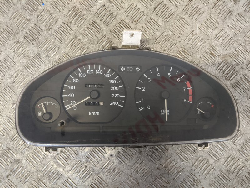 Панель приборов Mitsubishi Carisma DA 1.6 2000 (б/у)