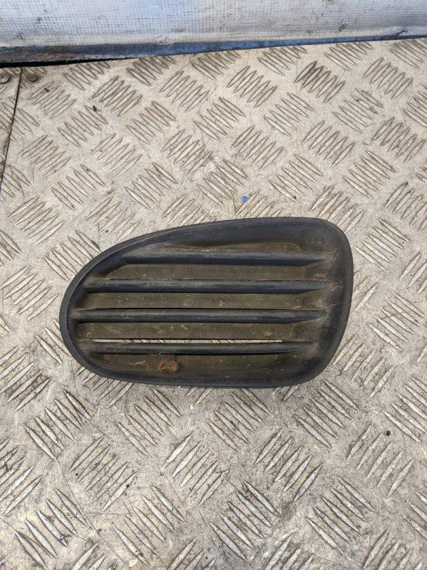 Решетка в бампер левая Mitsubishi Carisma DA 1.6 2000 (б/у)