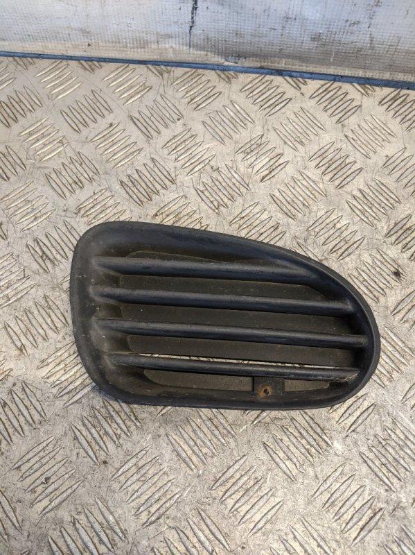 Решетка в бампер правая Mitsubishi Carisma DA 1.6 2000 (б/у)