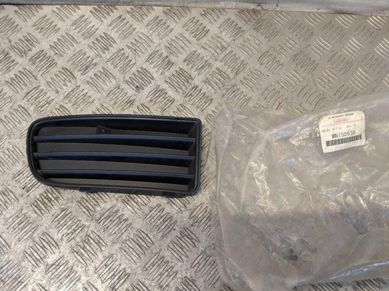 Решетка в бампер правая Mitsubishi Carisma DA 1.6 2003 (б/у)