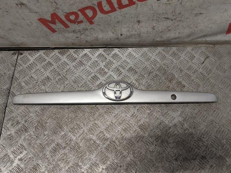 Накладка крышки багажника Toyota Corolla E12 2005 (б/у)