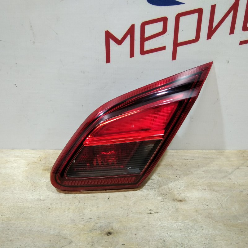 Фонарь задний внутренний правый Opel Corsa E 2017 (б/у)