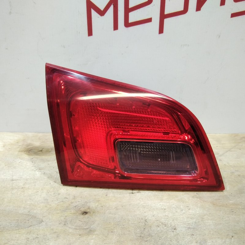 Фонарь задний внутренний левый Opel Astra J 2011 (б/у)