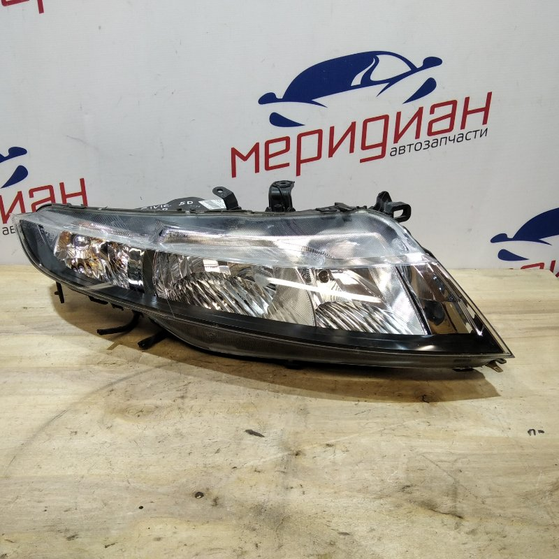 Фара правая Honda Civic 5D 2007 (б/у)
