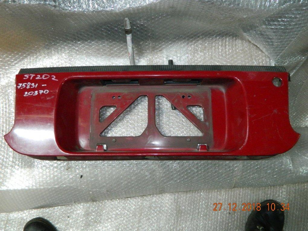 Фальшпанель вставка багажника Toyota Celica ST205 75831-20370