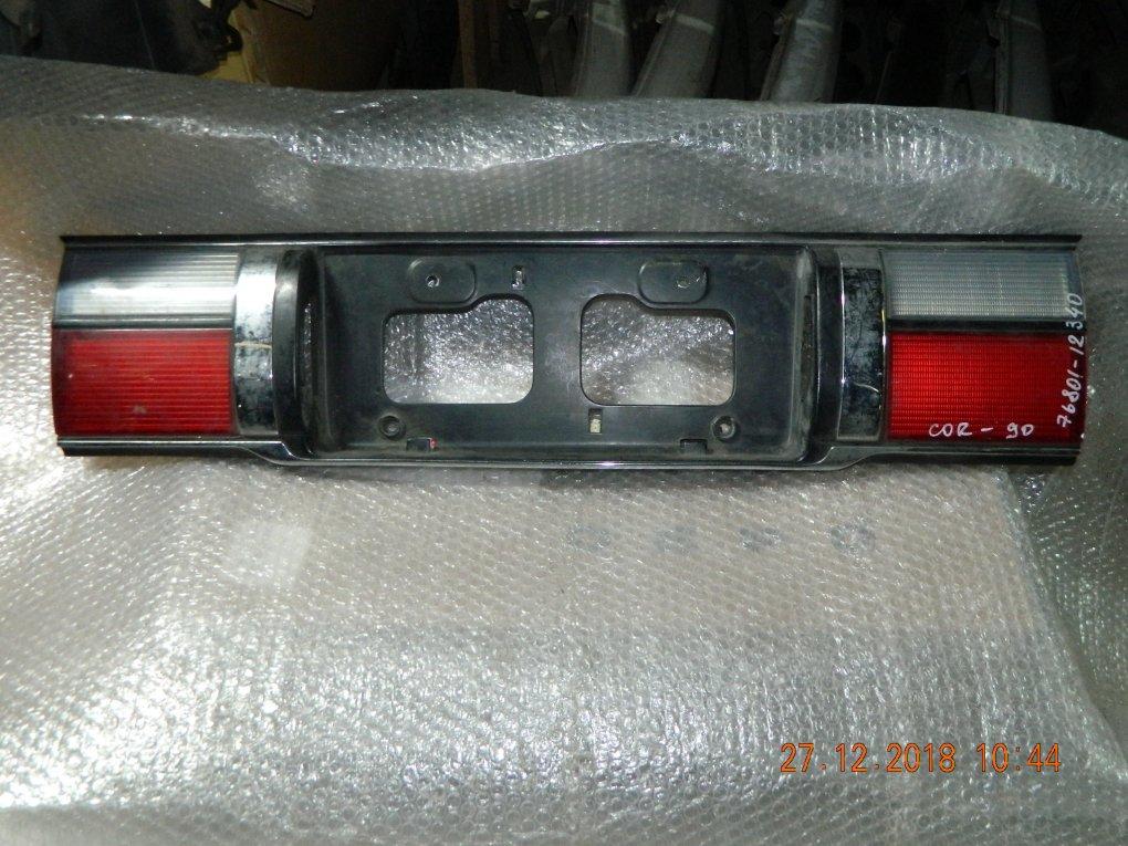 Всатвка в крышку багажника ( Фальшпанель) Toyota Corolla AE90 76801-12340