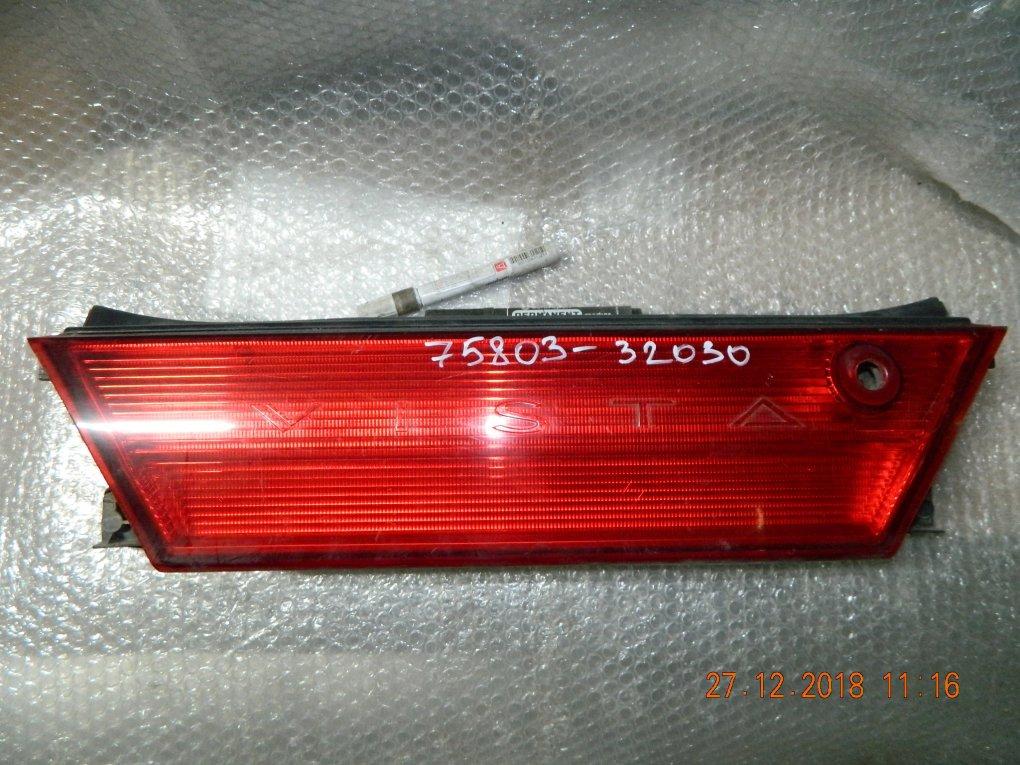 Вставка в крышку багажника TOYOTA VISTA SV30