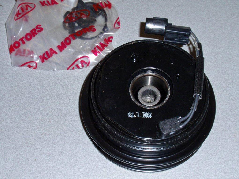 Муфта компрессора кондиционера  KIA CERATO  электромагнитная