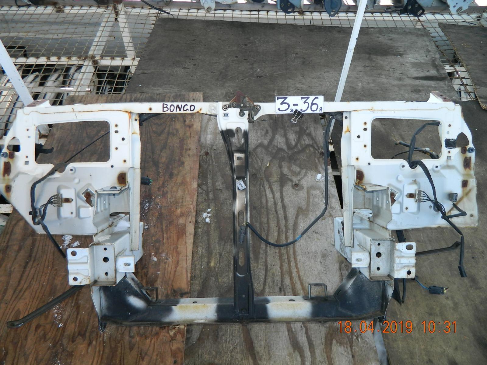 Рамка радиатора Mazda Bongo SK22L (б/у)