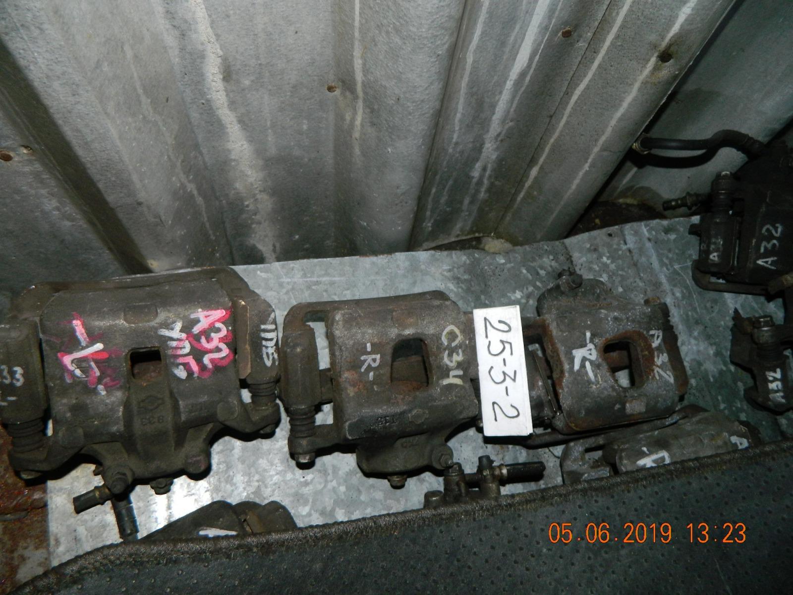 Суппорт Nissan Laurel C34 задний правый (б/у)