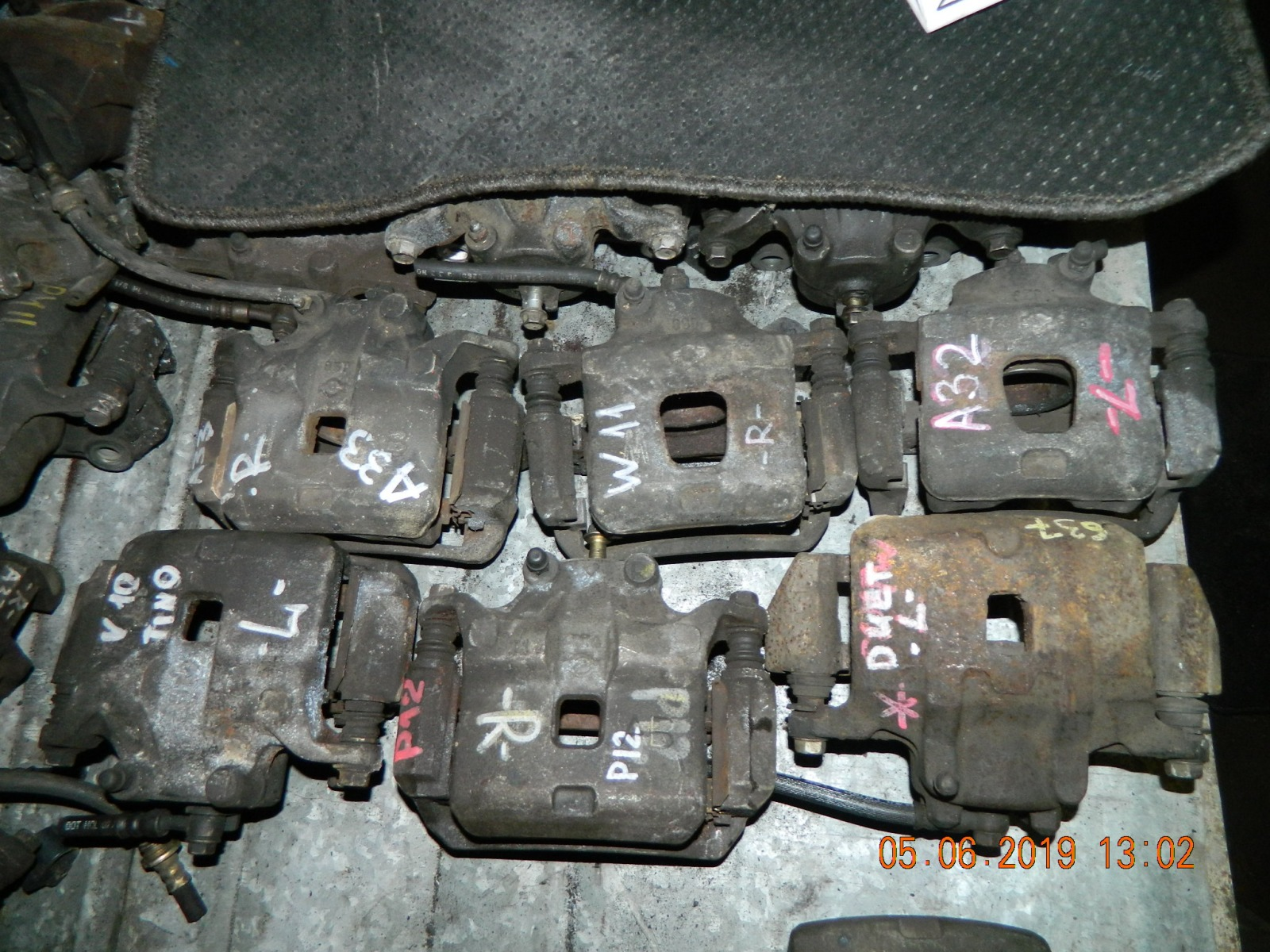 Суппорт Nissan Tino V10 передний левый (б/у)