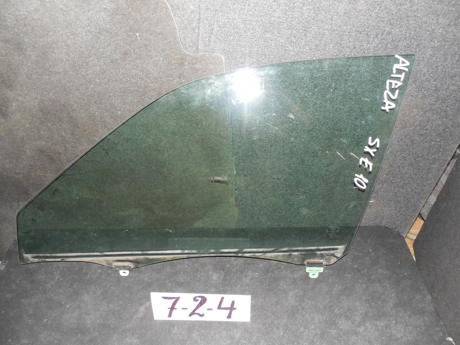 Стекло двери Toyota Altezza GXE10 переднее левое (б/у)