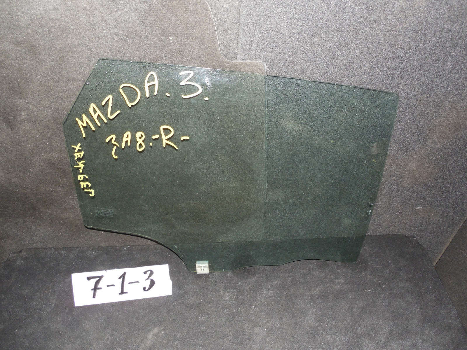 Стекло двери Mazda 3 заднее правое (б/у)