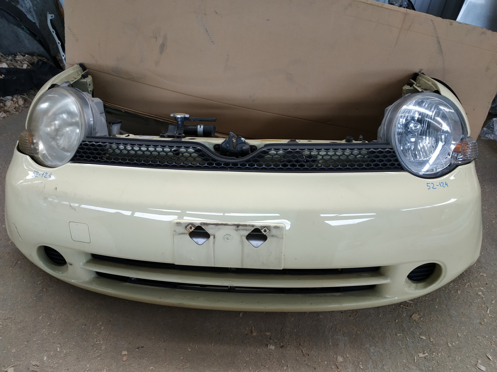 Бампер Toyota Sienta NCP81 передний (б/у)