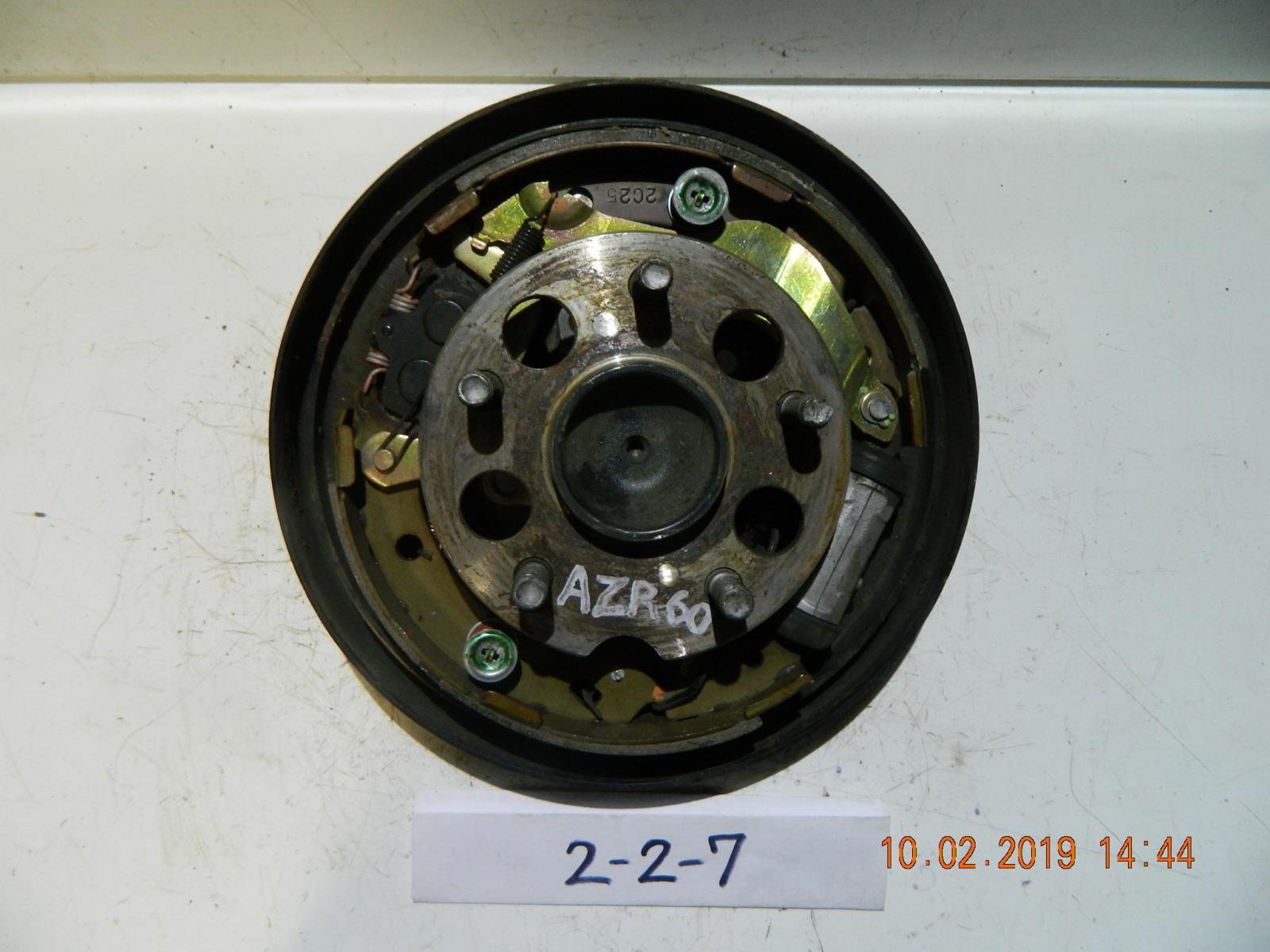 Ступица Toyota Voxy AZR60 задняя правая (б/у)