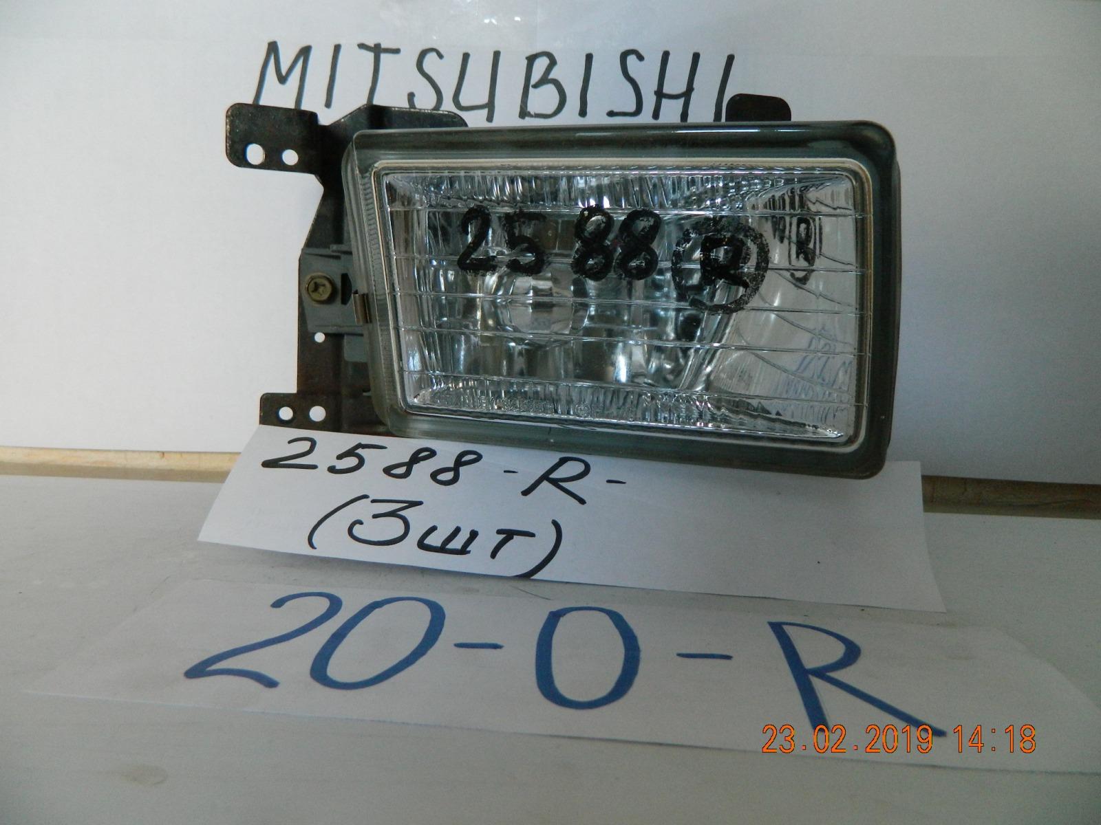 Фара противотуманная Mitsubishi Chariot N94 передняя правая (б/у)