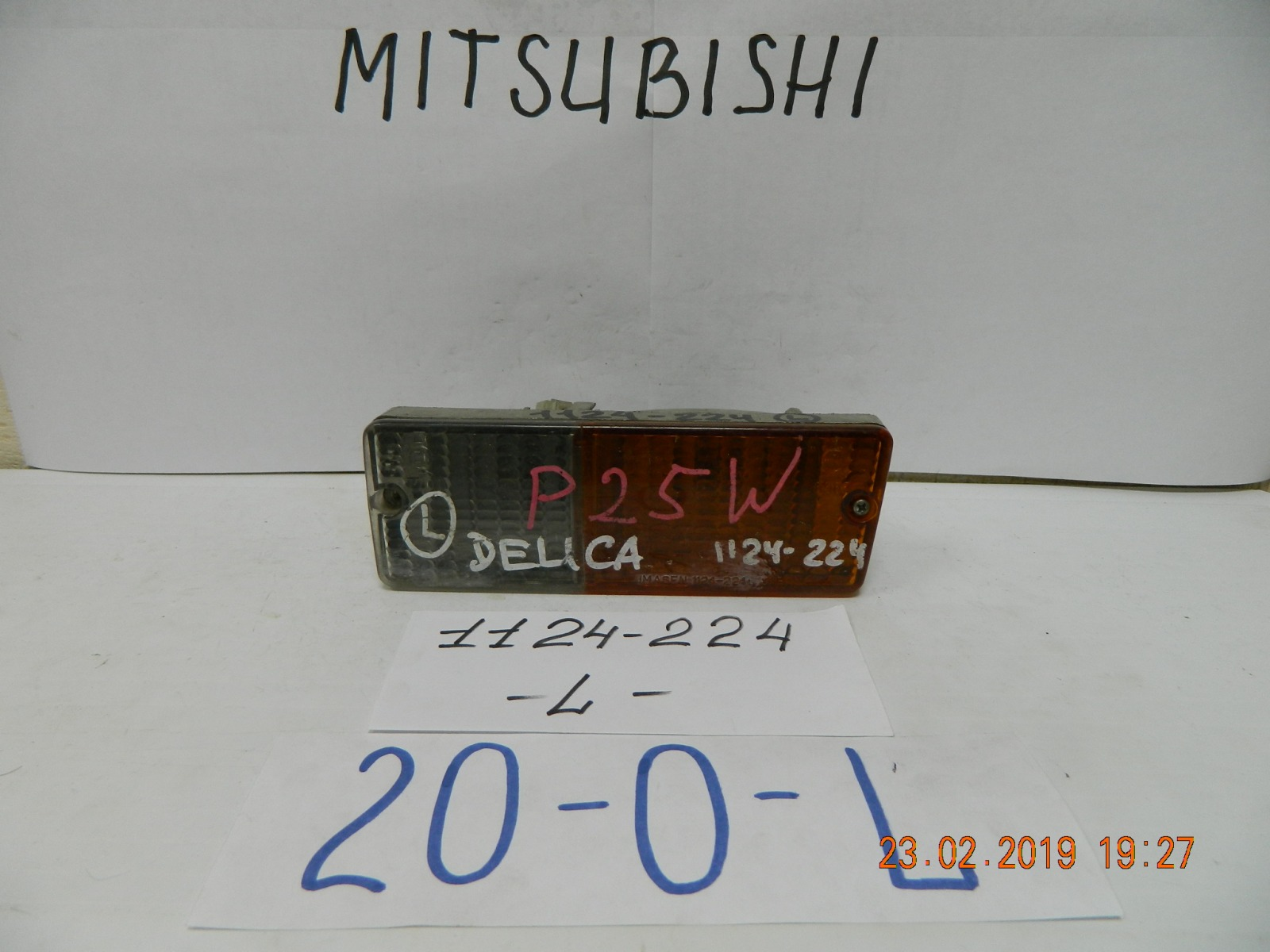 Повторитель поворота в бампер. Mitsubishi Delica P25V передний левый (б/у)