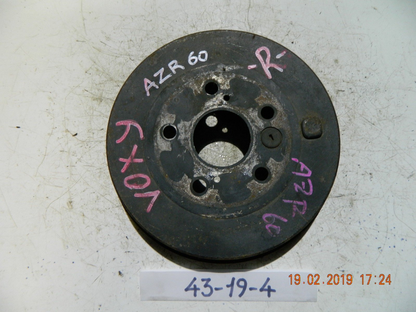Тормозной барабан Toyota Voxy AZR60 передний (б/у)