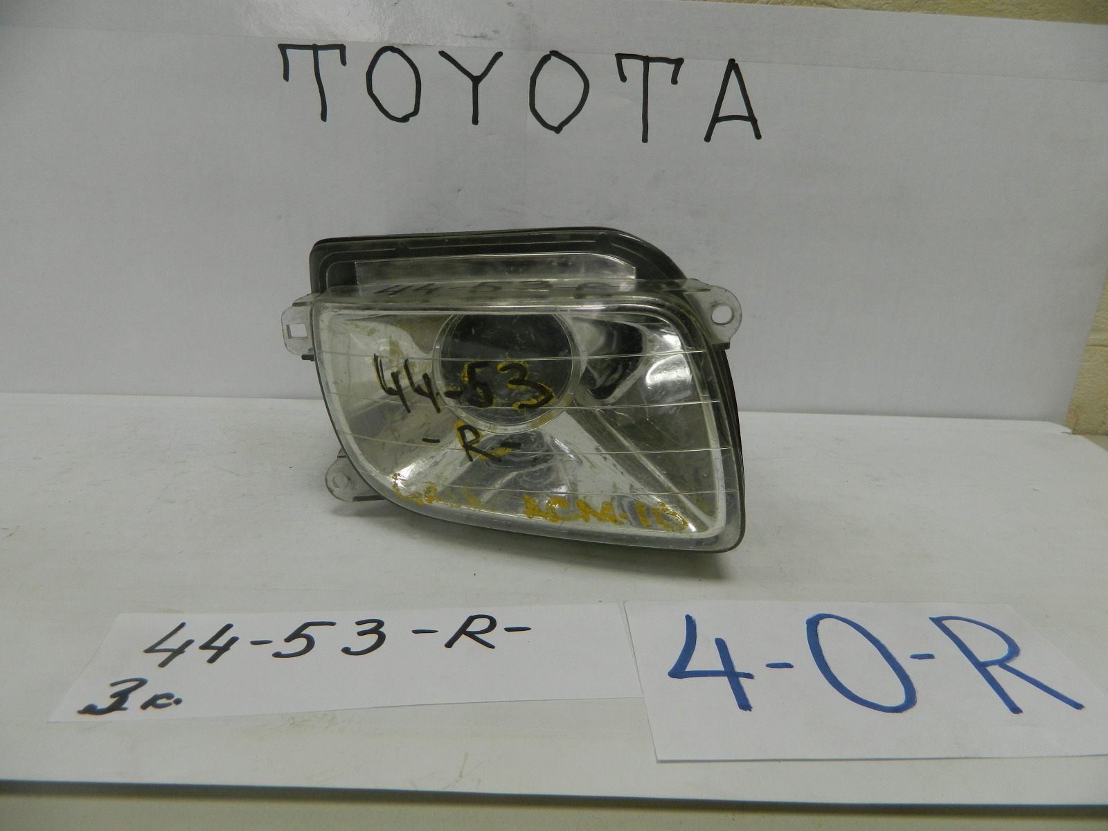 Фара противотуманная Toyota Gaia SXM10 передняя правая (б/у)