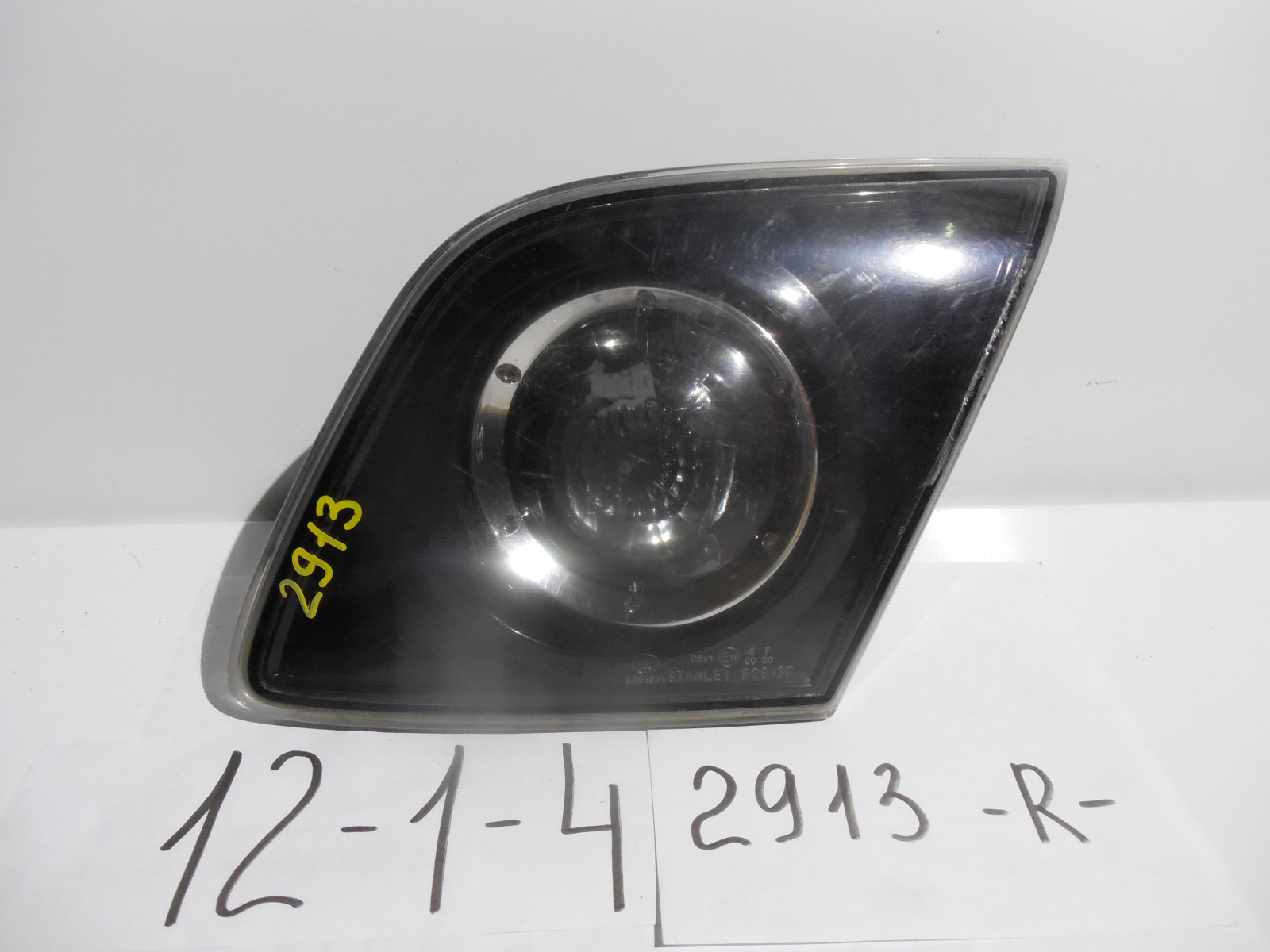 Вставка между стопов Mazda Axela BK5P задняя (б/у)