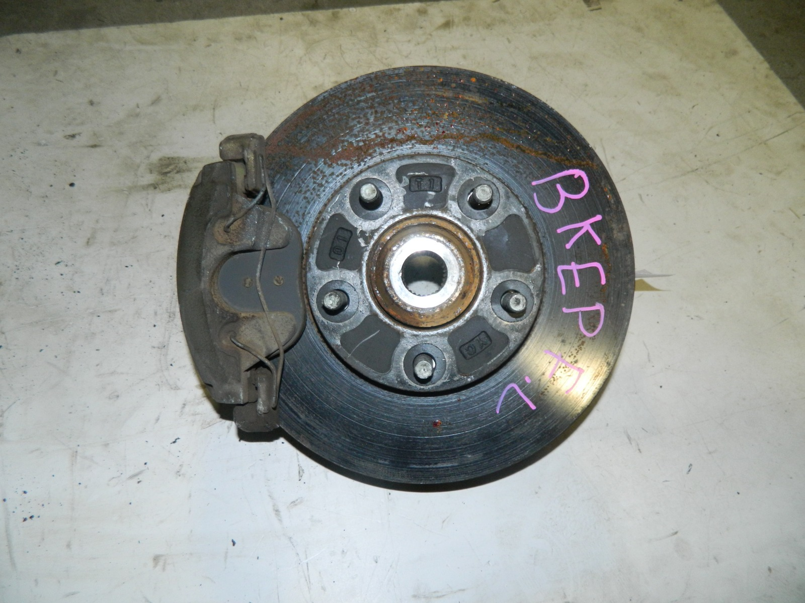 Ступица Mazda Axela BKEP LF-VE передняя левая (б/у)