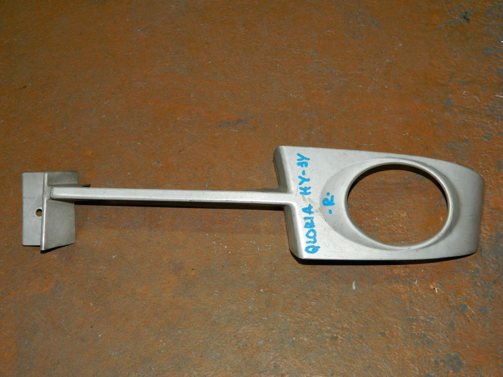 Рамка противотуманной фары Nissan Gloria HY34 правая (б/у)
