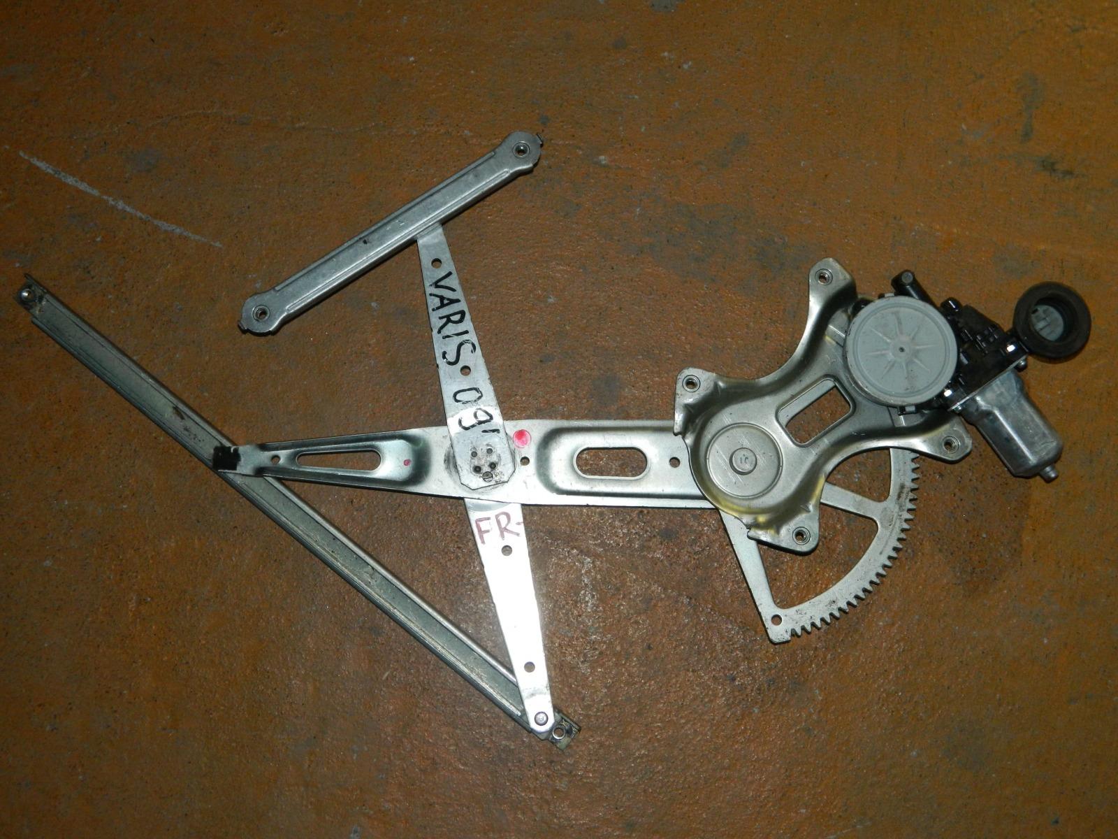 Механизм стекло-подъёмника. Toyota Yaris передний правый (б/у)