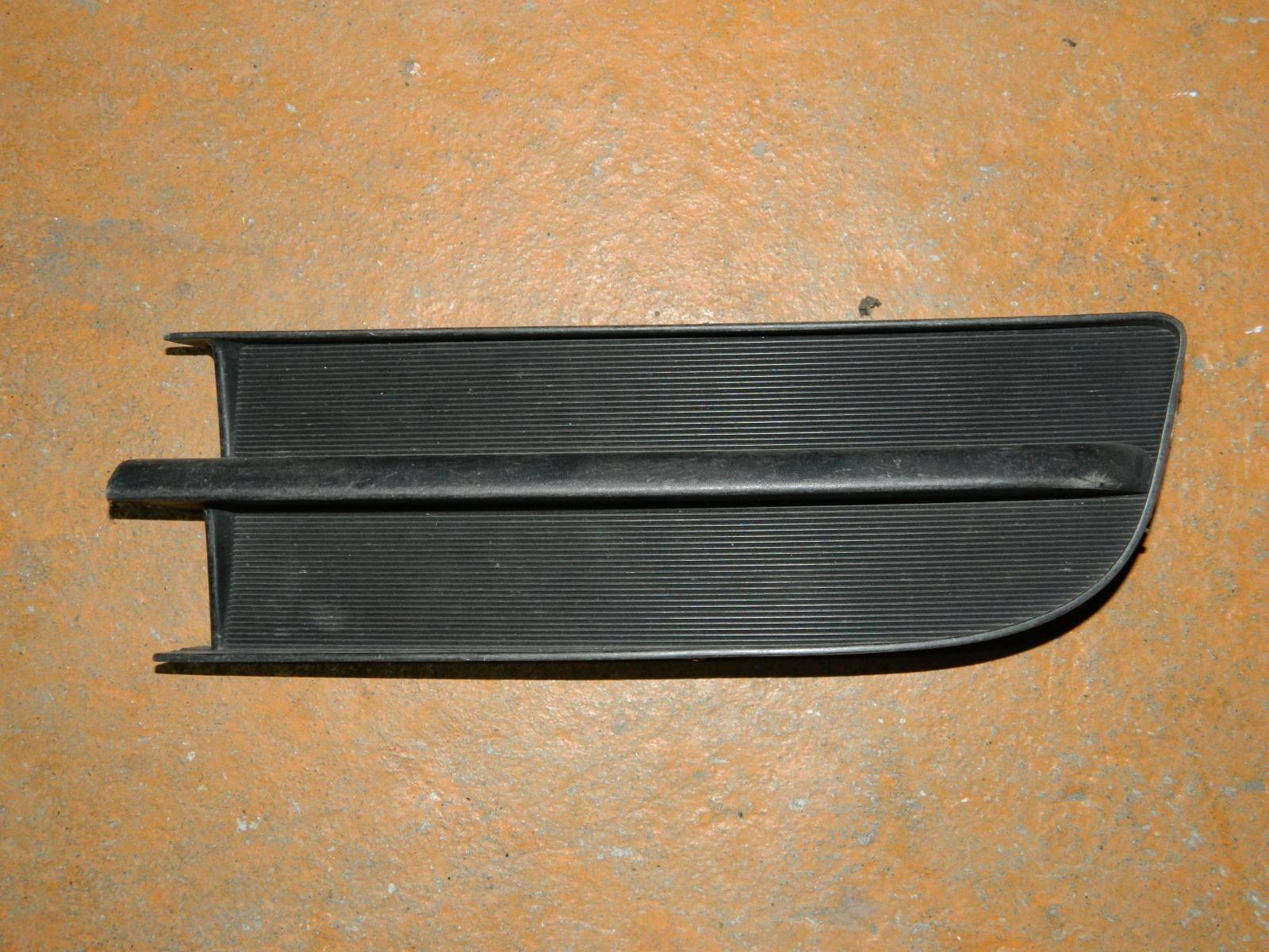 Заглушка противотуманной фары Toyota Ractis NCP100 левая (б/у)