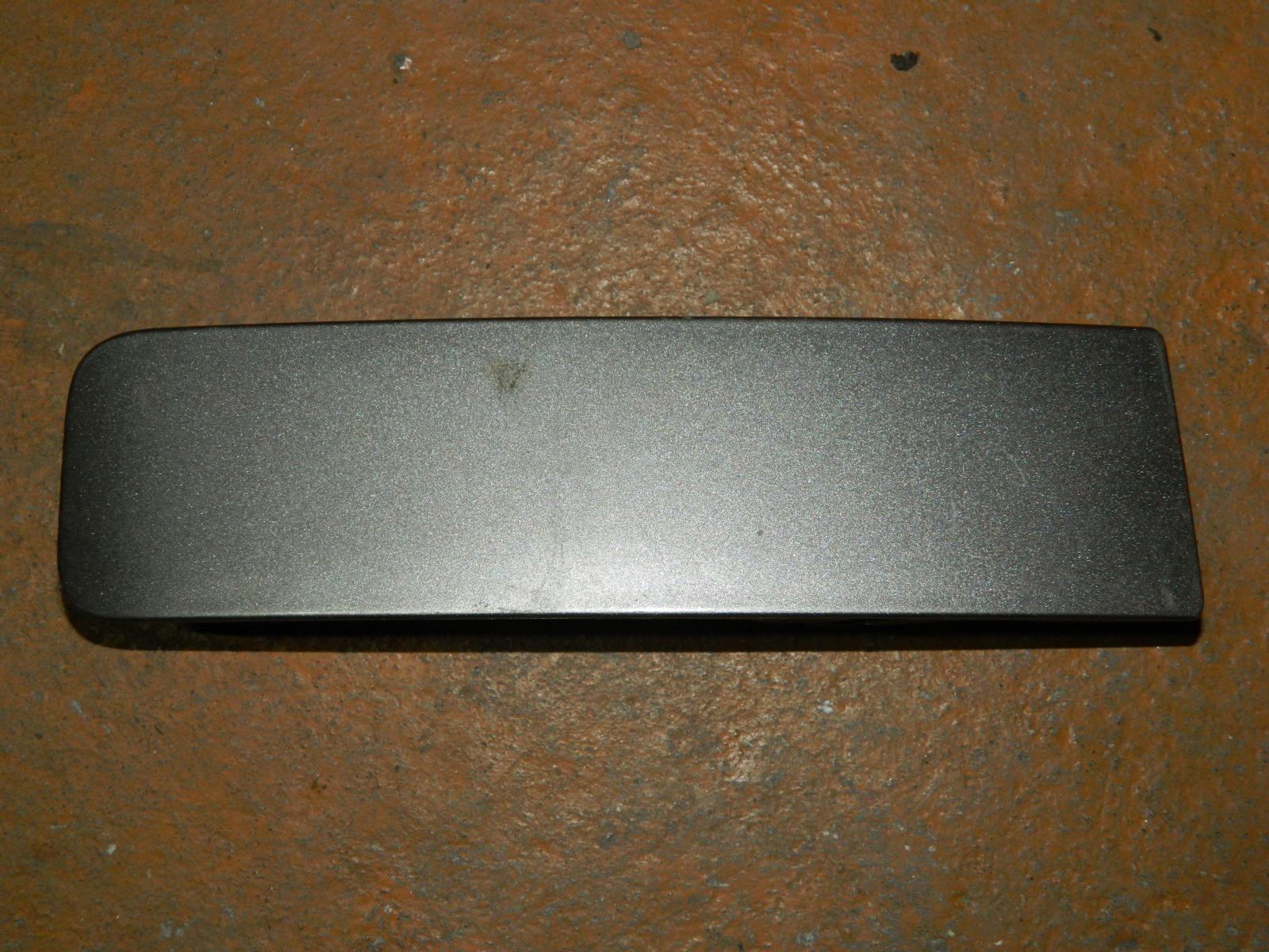 Заглушка противотуманной фары Toyota Bb NCP31 правая (б/у)