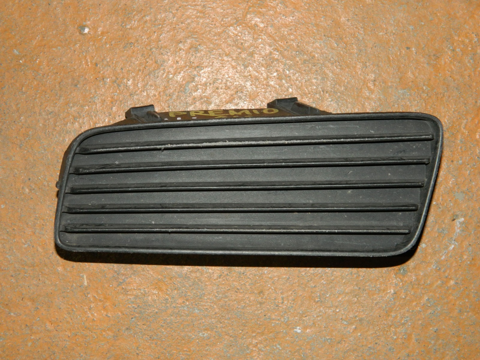 Заглушка противотуманной фары Toyota Premio 210 левая (б/у)